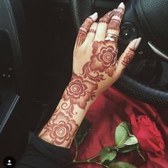 Henna Hand 💕 💅🏻 shared by Naina on We Heart It Khafif Mehndi Design, Floral Henna Designs, Latest Bridal Mehndi Designs, Arabic Henna Designs, Indian Mehndi Designs, Stylish Mehndi Designs, Mehndi Design Pictures, Mehndi Designs For Girls, Mehndi Designs For Fingers