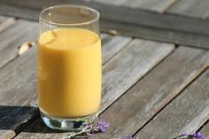 Mango lassi Mango Lassi, Naan, Glass Of Milk, Spices, Ethnic Recipes, Smoothie, Food Ideas, Drinks, Smoothies