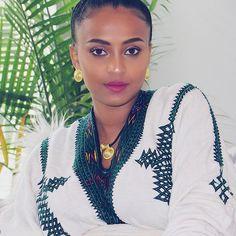 Happy Resurrection. #Regram via @beautybykidist Ethiopian Beauty, Ethiopian Dress, Ethiopian Traditional Dress, Traditional Dresses, Beautiful Black Women, Beautiful Eyes, Beautiful Ladies, African Beauty, African Fashion