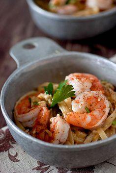 spaghetti with creamy garlic prawns