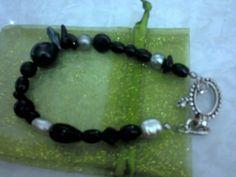 Pulsera con beads negros cristal y perla d rio