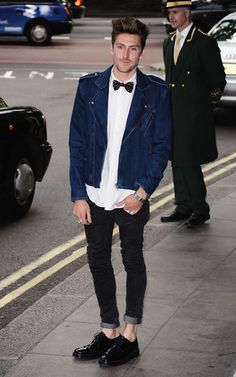 This boy got style Runway Fashion, Spring Fashion, Mens Fashion, Celebrity Crush, Celebrity Style, Shiny Happy People, Henry Holland, British Fashion Awards, Spring Looks