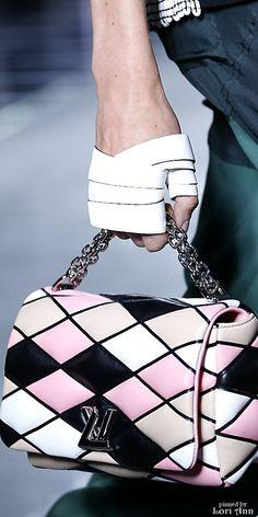 #2locos www.2locos.com Louis Vuitton Spring 2016 RTW