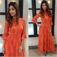 ShreeOrange Coloured Printed Maxi Dress Shilpa Shetty's maxi dress is a steal Salwar Designs, Kurta Designs Women, Blouse Designs, Churidhar Designs, Western Dresses, Indian Dresses, Indian Outfits, Outfits Otoño, Indian Attire