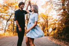 a fall engagement photo //wyn wiley photography//