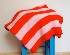 Lovely bright colours and love the way this is displayed on a contrasting coloured stool.