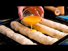 Placinte din nimic in doar 20 minute! Un minut si au disparut de pe masa | SavurosTV - YouTube Empanadas, Presque Rien, Fresh Rolls, 20 Minutes, Deserts, Brunch, Food And Drink, Appetizers, Favorite Recipes
