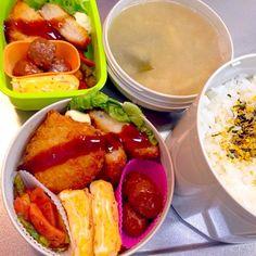 海老カツ レタス カニマヨ卵焼き ウインナーとアスパラのケチャップ炒め ミートボール ワカメ白菜ネギ豆腐の味噌汁 - 16件のもぐもぐ - 海老カツ弁当 by ゆりえ