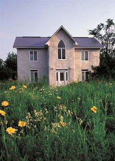 Read surprising answers to common questions about straw bale construction, an increasingly popular alternative building method. Natural Building, Green Building, Building A House, Cob Building, Condo Design, House Design, Straw Bale Construction, Rammed Earth Homes, Tadelakt