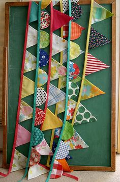 Free Fabric Scrap ProjectsSewing projects using fabric scraps. free fabric scrap sewing projects, diy tutorials, and patterns. Sew quick and easy, small and simple crafts using leftover fabric scraps. Many beginner friendly projects. Bunting Garland, Fabric Bunting, Fabric Banners, Bunting Ideas, Fabric Garland, Flag Banners, Buntings, Mini Bunting, Party Bunting