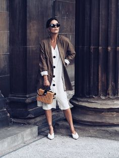 LAFOTKA-styles-retro-inspired-white-dress-and-linen-blazer-Zara