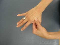 Невероятно, но при помощи пальцев рук можно лечить самые разные заболевания! Восточная медицина хранит в себе эти ценные знания уже несколько тысячелетий, недаром же в Японии, Индии и Китае с незапамя...