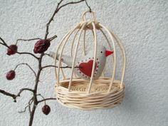 Klícka - mini Ptáček z bavlny je domalován barvami na textil. Kytička malována z obou stran. Očka z korálku. Průměr 9 cm, výška 12 cm