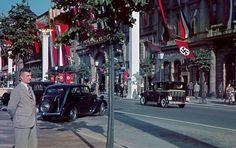 """Unter den Linden 1939-In der Bildmitte ist die Passage Unter de Linden """"Kaisergalerie""""zu sehen"""