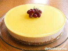 Ostekake med kremost og gele. http://www.detsoteliv.no/oppskrift/ostekake-til-paske