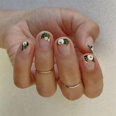 Hand painted White Floral using Essie Martin - Best Nail Art Cute Spring Nails, Spring Nail Art, Nail Designs Spring, Nail Art Designs, Nails Design, Spring Art, Spring Style, Salon Design, Bright Nail Designs