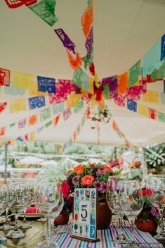 Awesome wedding ideas with lots of Mexican crafts - - Mexican Birthday Parties, Mexican Fiesta Party, Fiesta Theme Party, Quinceanera Decorations, Quinceanera Party, Mexican Party Decorations, Mexican Wedding Centerpieces, Mexican Themed Weddings, Luau