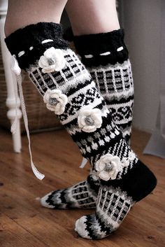 Minullakin on Anelmaiset! Fair Isle Knitting, Knitting Socks, Hand Knitting, Knitting Patterns, Skinny Pants Outfits, Crochet Baby, Knit Crochet, Fluffy Socks, Holiday Socks