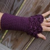 Peacock Arm Warmers - via @Craftsy Crochet Art, Crochet Crafts, Knit Or Crochet, Crochet Patterns, Peacock Crochet, Peacock Pattern, Single Crochet, Free Crochet, Fingerless Gloves Crochet Pattern