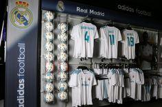 Foto: Marcela Sansalvador para futbolmania.com  #futbolmania #tiendabarcelona #realmadrid Real Madrid, Football Soccer, Soccer Store