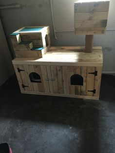 In process cat litter box enclosure and hideaways using pallet wood