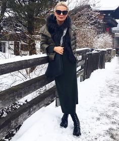 Winter Look for Kitzbühel . Maxi Kashmere dress by Allude in green, short . - Fashion&Styling by Bibi Horst Over 50 Womens Fashion, Fashion Tips For Women, Fashion Over 50, Look Fashion, Fashion Outfits, Fashion Trends, Winter Fashion Boots, Autumn Winter Fashion, Winter Looks