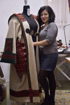 Debreceni hímzett cifraszûr Vintage Trunks, Penny Rugs, Folk Art, Cape, Polish, Women's Fashion, Culture, Traditional, Jackets