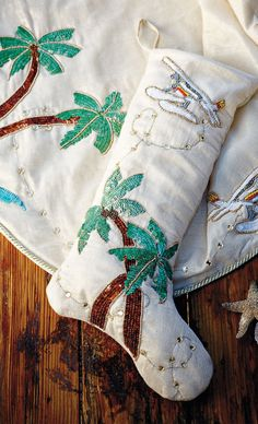 Bring the allure of paradise to your holiday decor this season with our exclusive Margaritaville Island Cruise Collection from designer Kim Seybert.