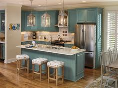 Schrock's Oasis color, from its Inspired Collection, provides the perfect splash of color to make you feel the ocean is footsteps from your door. Designed by Sherrie Linn, Destin, FL.
