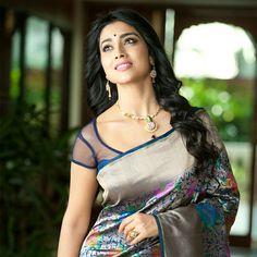 Shriya Saran hot in saree stills Indian Actress Name, South Indian Actress, Indian Actresses, Beauty Full Girl, Beauty Women, Beautiful Women Over 40, Elegant Saree, Most Beautiful Indian Actress, Bollywood Celebrities