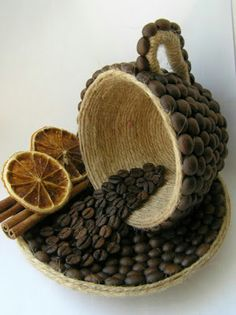 Discover thousands of images about DIY Unique Table Decor with Coffee Beans Crafts To Sell, Diy And Crafts, Crafts For Kids, Arts And Crafts, Bottle Art, Bottle Crafts, Jute Crafts, Paper Crafts, Coffee Bean Art