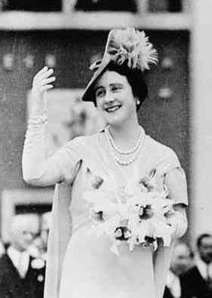 Queen Elizabeth wears long gloves with a short-sleeved dress and dramatic hat to visit the 1939 New York World's Fair.