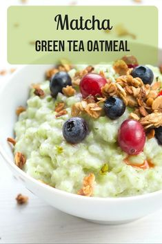 This isn't just any oatmeal—it's Super Oatmeal! Delicious, bright, and sweet almond Matcha oatmeal that will help you feel more energetic, focused, and centered. Green Tea Dessert, Green Tea Drinks, Green Tea Diet, Green Tea Smoothie, Matcha Green Tea, Green Tea Recipes, Green Tea For Weight Loss, Easy Meals For Two, Oatmeal Recipes