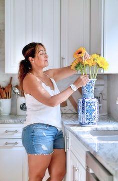 Blue & white vase fo