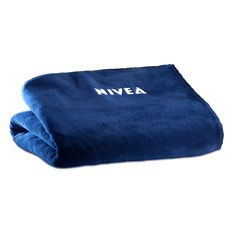 NIVEA FLEECEDECKE Thomas Sabo, Cool Things To Buy, Stuff To Buy, Beauty Make Up, True Beauty, Bath Towels, Template, Dreams, Blanket