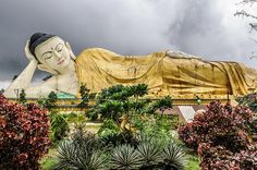 De liggende boeddha van #Bago, #Myanmar (foto: Christophe Chenevier)  Meer info op:  http://www.zuidoostaziemagazine.com/de-belangrijkste-bezienswaardigheden-van-myanmar