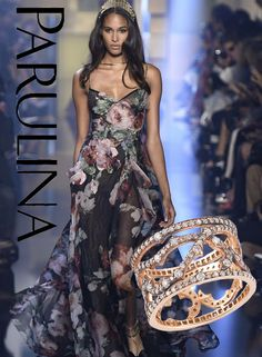 Briar Rose ring for the win! A classic #staple in our everyday wardrobe because it comes in #18k yellow, pink and white gold. We were reminded of the thorns when we saw this Elie Saab Haute Couture Fall/Winter 2015 dress with a rose pattern printed. #classic #briarrose #thorns #ring #ringbling #diamonds #gold #couture #eliesaab #fallwinter2015 #fashion #runway #runwaymodel #trendy #jewelry #jewelrygram #diamondgram #finejewelry #jewels #jewellry #livegoldlove #myloveaffairwithdiamonds…