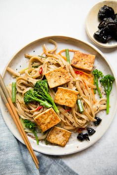 This weeknight-friendly tofu stir fry noodles is packed with vegetables. The noodles are flavored with a dried plum sauce that is naturally sweetened with prunes and have great umami flavor. Tofu Stir Fry, Stir Fry Noodles, Fried Noodles Recipe, Vegetarian Recipes, Healthy Recipes, Delicious Recipes, Dried Plums, Plum Sauce, Honey Sauce