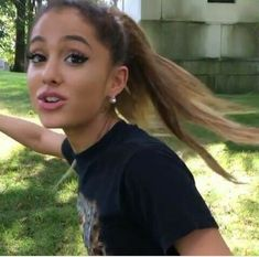 the best australian accent 😂😂 literally in love with this video ♡♡♡👼🏼 Ariana Grande Meme, Ariana Grande Photoshoot, Ariana Grande Pictures, Dangerous Woman, Look At You, Reaction Pictures, Portrait, Celebs, Actresses