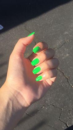 Elegant Rhinestones Coffin Nails Designs - New Ideas Neon Acrylic Nails, Neon Nails, Neon Nail Colors, Cute Nails, Pretty Nails, Lime Green Nails, Acylic Nails, Design Ongles Courts, Bright Nails