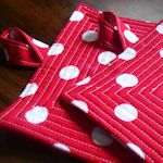 Excellent pot holder patterns and tutorials.  The circle pocket is my favorite to make.  Makes a great gift!