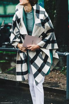 Milan_Fashion_Week_Fall_16-MFW-Street_Style-Collage_Vintage-Checked_Cape-