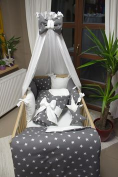 Sada do postýlky - hvězdičky bílé střední II / Zboží prodejce Ráj Nápadů | Fler.cz Sewing Baby Clothes, Baby Bedroom, Cool Baby Stuff, Outdoor Furniture, Outdoor Decor, Toddler Bed, Nursery, Sad, Blankets