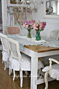 Shabby chic dining room with fresh flowers in mason jars and gorgeous chandelier. Shabby chic dining room with fresh flowers in mason jars and gorgeous chandelier. Shabby Chic Mode, Shabby Chic Interiors, Shabby Chic Bedrooms, Shabby Chic Cottage, Vintage Shabby Chic, Shabby Chic Style, Shabby Chic Decor, Rustic Decor, Cottage Style