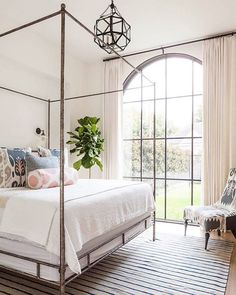 This weeks blog recap -- bedroom styling tips, favorite finds + images from this Modern Mediterranean home! All the details on Beckiowens.com. Have a great Friday!! Design by @theresarowe_ and built by @coatshomes