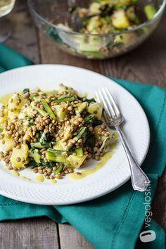 Insalata tiepida di lenticchie con vinaigrette alla senape Sin Gluten, Vegan Vegetarian, Vegetarian Recipes, Vinaigrette, Fried Rice, Risotto, Meal Prep, Side Dishes, Salads