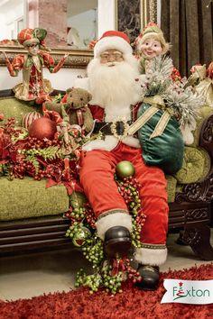 ¡El rojo, verde y dorado, al igual de Papa Noel siempre serán un ícono navideño🎅!  www.fexton.com Christmas Diy, Merry Christmas, Christmas Decorations, Xmas, Holiday Decor, Christmas Interiors, Navidad Diy, Santa Clause, Snow Man