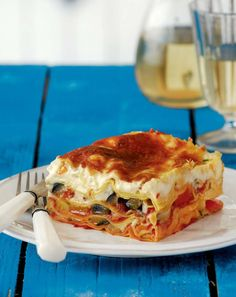 A pastitsio that smells of summer; this is the summertime, vegetarian version of the classic Greek dish. Instead of lasagna, you can use spaghettoni (thick tubed spaghetti), penne or any type of cooked pasta. Greek Recipes, Veggie Recipes, Vegetarian Recipes, Greek Pastitsio, Best Greek Food, Baked Pasta Dishes, Vegan Greek, Greek Cooking, Greek Dishes