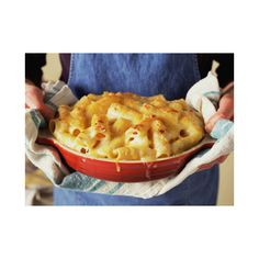 Hands holding baked macaroni and cheese ❤ liked on Polyvore featuring home, kitchen & dining and serveware