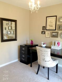 Great ideas for decorating a home office on a budget! I want my office to look like this! | The best office decoration ideas ever! See more inspiration ideas at http://www.pinterest.com/delightfulll/office-decoration-ideas/